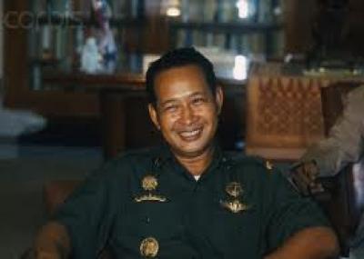 سوهارتو يتنحى من رئاسة إندونيسيا