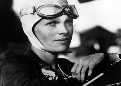 أميليا إيرهارت أول امرأة تطير منفردة عبر المحيط الأطلسي