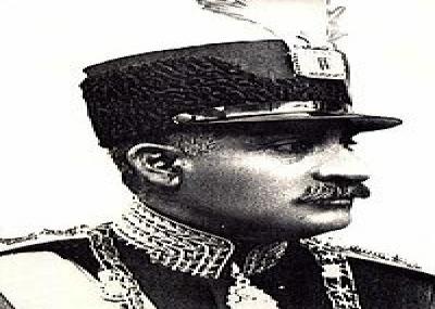 رضا خان ينصب نفسه شاهًا لإيران