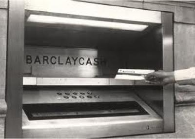 تركيب أول جهاز سحب نقود آلي في العالم في لندن