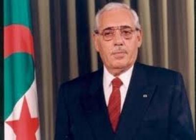 علي كافي رئيسًا للجزائر وذلك بعد اغتيال محمد بوضياف