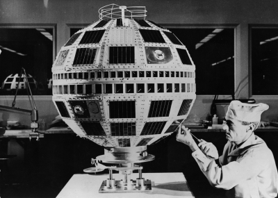 """إطلاق أول قمر صناعي للاتصالات في العالم باسم تيلستار """"Telstar"""""""