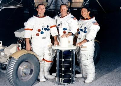 أبولو 15 تهبط على سطح القمر