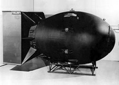 """الولايات المتحدة تلقي قنبلة ذرية على مدينة ناجازاكي اليابانية """"الرجل البدين"""""""