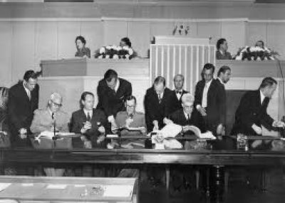 توقيع اتفاقية جنيف المتعلقة بحماية المدنيين في أوقات الحرب