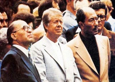 عقد أول اجتماعات كامب ديفيد بين مناحم بيجن والرئيس محمد أنور السادات