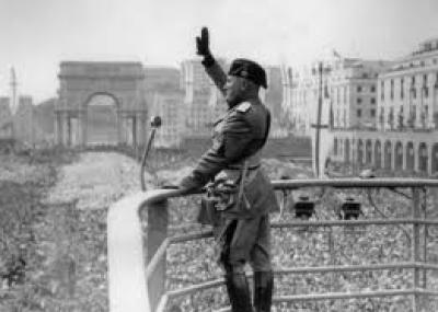 القبض على موسوليني من قبل المحاربين الإيطاليين