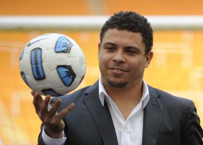 ولد لاعب كرة القدم البرازيلي رونالدو Ronaldo