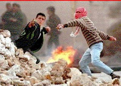 بداية الانتفاضة الفلسطينية الثانية عند دخول الإسرائيلين لحرم المسجد الأقصى